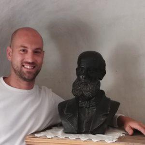 Descendiente sevillano del Tío Galbis visita Petrer en busca del busto de su antepasado