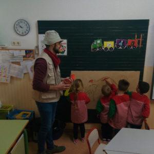El Museo Dámaso Navarro de Petrer viaja a la Prehistoria junto a los alumnos de 4 años del Centro Santo Domingo Savio