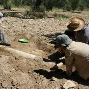 Los trabajos de prospección en Puça localizan una columna de la alquería