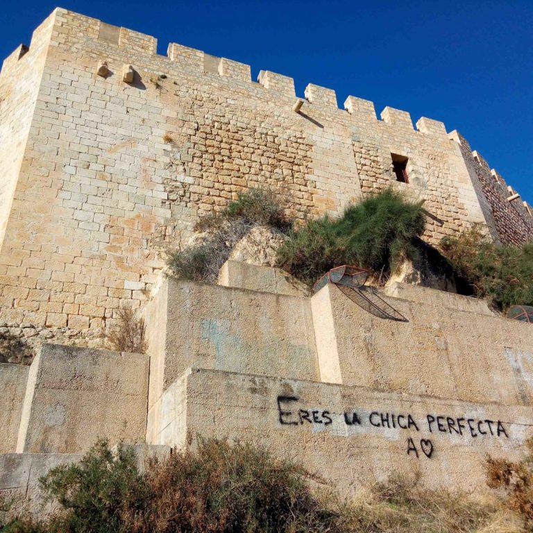 Grafitis_castillo_1