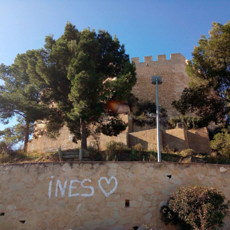 Grafitis_castillo_2